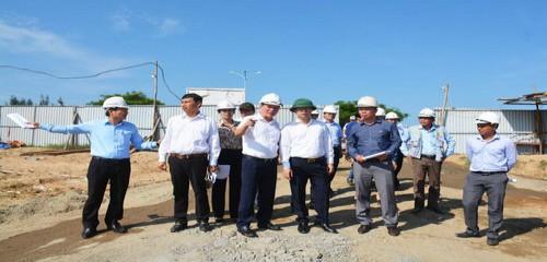 Lãnh đạo thành phố kiểm tra công trường dự án